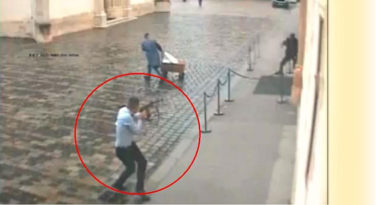 (VIDEO) SVE UKAZUJE NA TERORIZAM?! Objavljena snimka napada u Zagrebu: 'Zamijenio je šaržer i nastavio pucati'