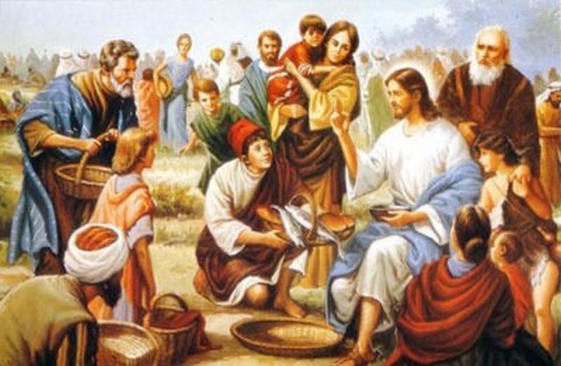 Krist umnaža pet kruhova i dvije ribe što mu ih je prinio galilejski dječak i hrani veliko mnoštvo vjerničkoga naroda